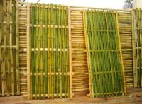 Hang A DIY Bamboo Fence On A Balcony - Paperblog