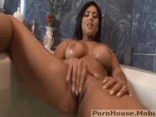Sunny Leone Enjoying Herself In Bathroom