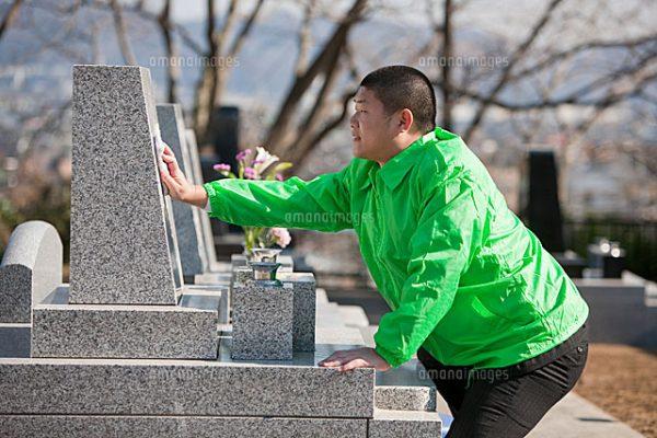 墓参りしたいけど「遠いし、忙しくって」と言うあなたに!お墓参り代行サービスって知ってます?