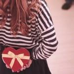 なぜ、バレンタインデーにチョコを送る習慣が出来たのでしょう?