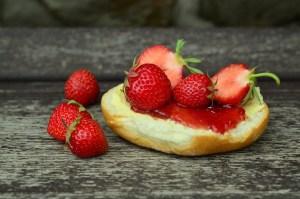 strawberries-815057_1920