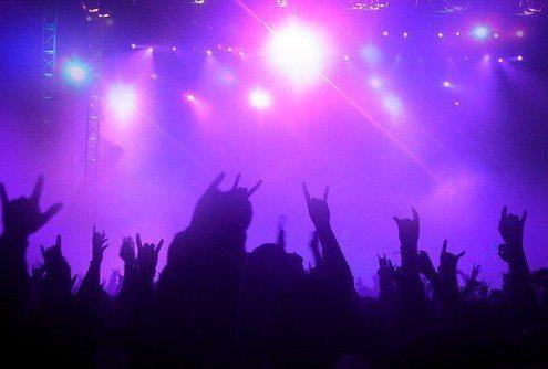 tous présent à un concert pour se faire connaître