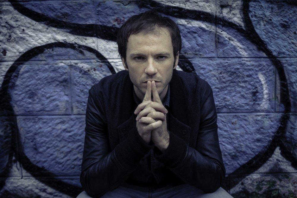 à l'occasion de son nouvel album En Tachycardie, Benoît Dorémus pose pensif