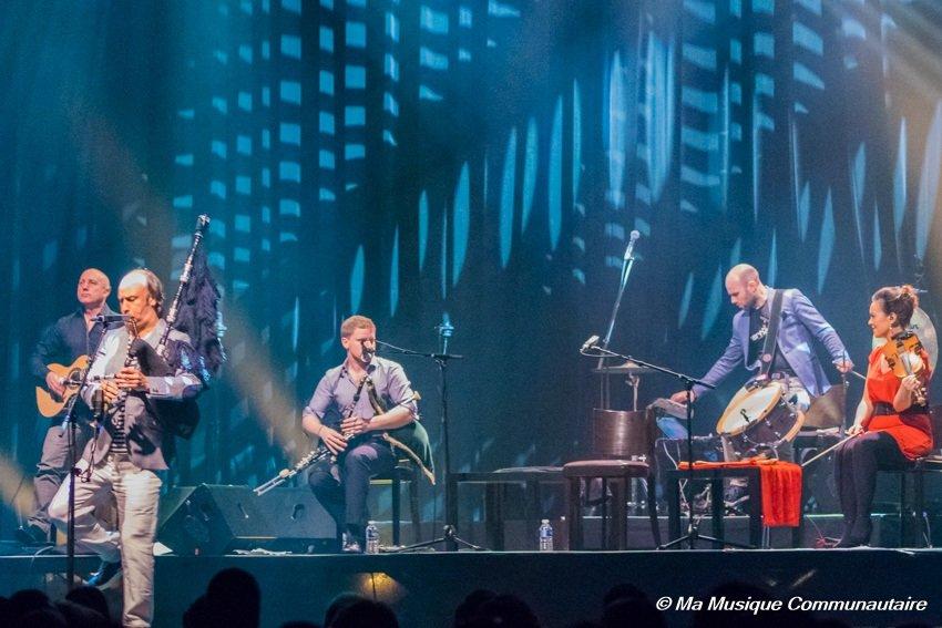 Carlos Nunez et ses musiciens en concert