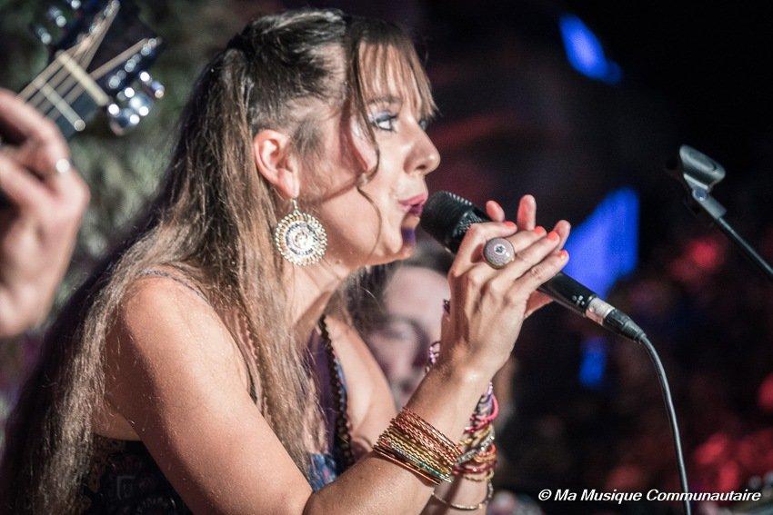 Concert de lachanteuse française Eloïse & les Passeurs de Rêves aux manifestations de l' Altstadtfest de Sarrebrücken