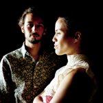 le duo musical franco-tahitien Vaiteani en scéance photo pour la promotion de son album éponyme
