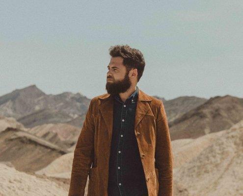 Portrait dans le désert américain de Passenger