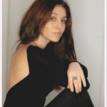 portrait de l'artiste Eva Marchal de 3/4