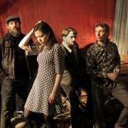 shooting en intérieur des quatres membres du groupe Oslo Tropique