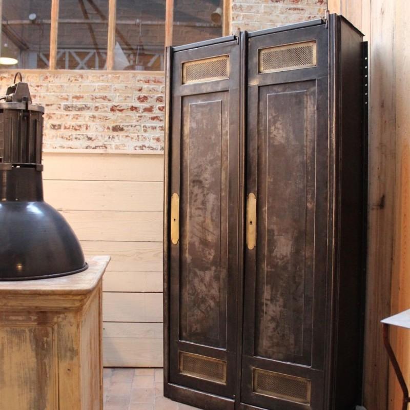ancienne armoire industrielle en metal
