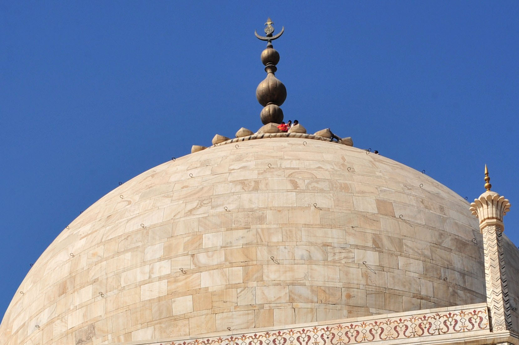 People on the roof of the Taj