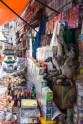Myyntiartikkelit, kummia pulvereita ja laaman sekä alpakan sikiöitä
