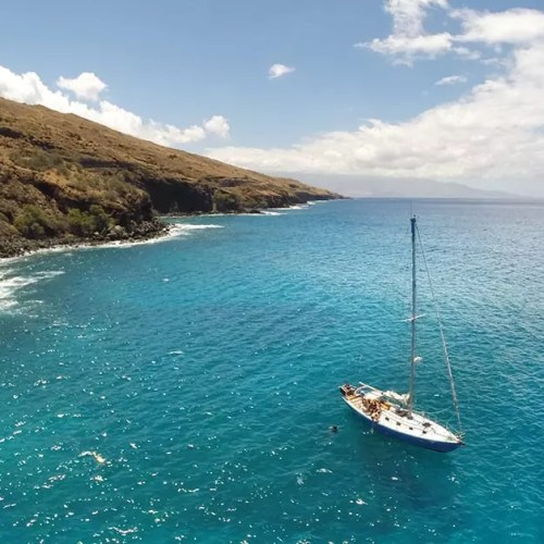 sailing around Maui
