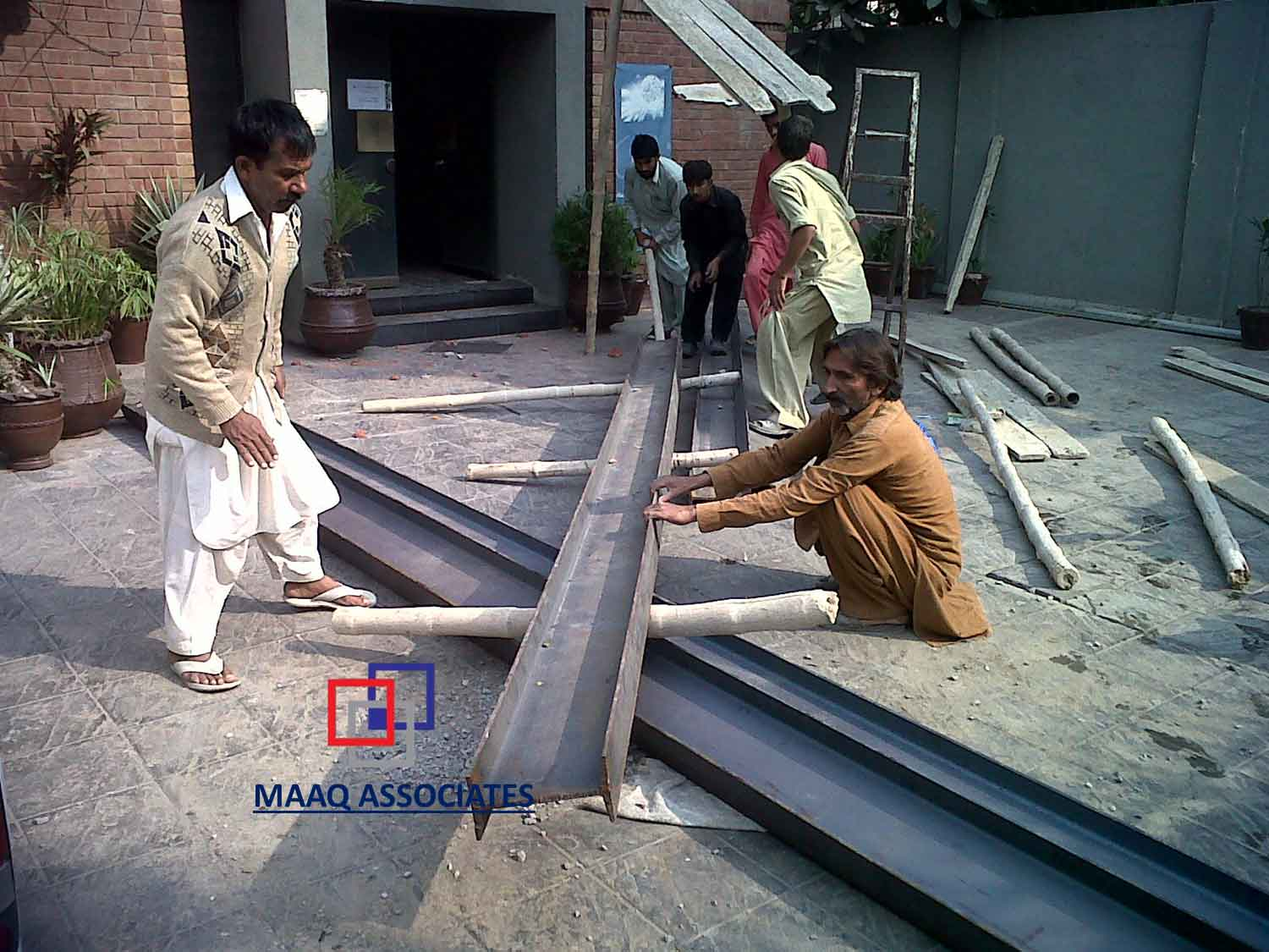 hight resolution of preparing of steel guarder to be installed in wall where the slab is supported through mechanical jack system