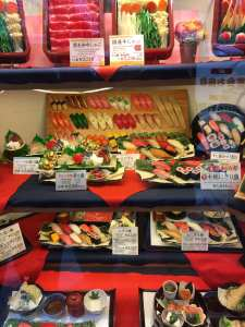 Plastic eten in restaurant vitrines in Japan