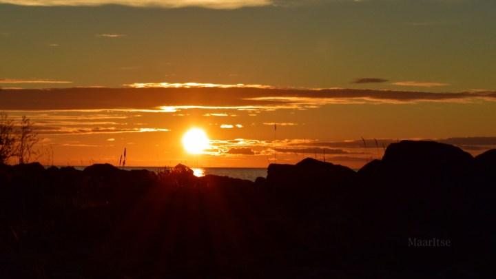 maaritse_makrotex_ihme_rantakivet_ja_auringonlasku.jpg