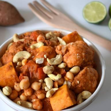 Thaise curry met zoete aardappel en bloemkool