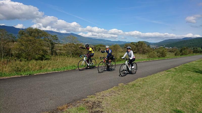 飯山巨木を巡るサイクリング サイクリングロード3人で
