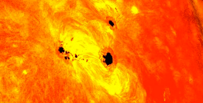 http://www.dailymail.co.uk/sciencetech/article-2282405/Giant-sunspot-thats-SIX-TIMES-diameter-Earth-formed-48-hours--lead-solar-flares.html