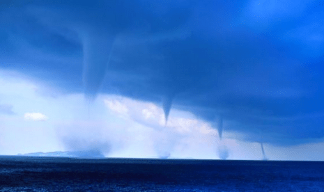 http://www.dailymail.co.uk/news/article-2381462/Stunning-scene-FOUR-waterspouts-Greece-coast-captured-awe-inspiring-photographs.html