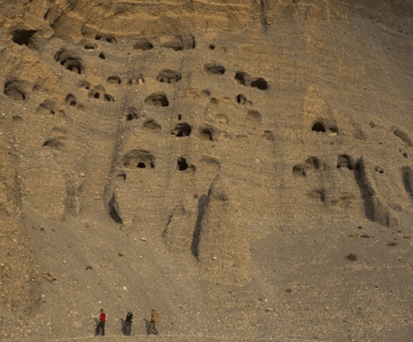 http://www.dailymail.co.uk/news/article-2403094/Mystery-ancient-caves-Nepal.html