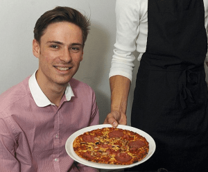 http://www.dailymail.co.uk/news/article-2389343/Man-wins-praise-critics-pizza--owns-just-bought-freezer-local-supermarket.html