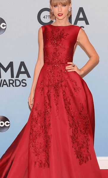 http://www.dailymail.co.uk/tvshowbiz/article-2489553/CMA-2013-Taylor-Swift-Carrie-Underwood-bring-glamour-47th-awards.html
