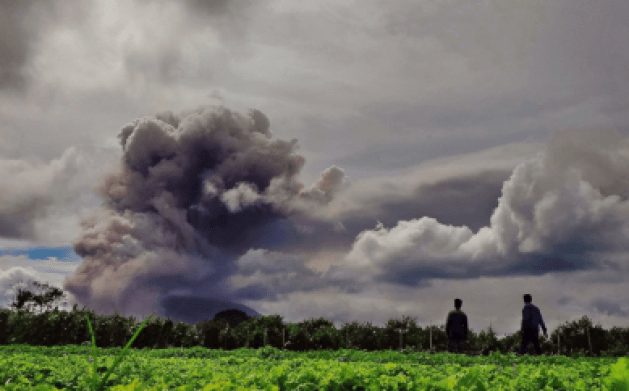 http://abcnews.go.com/International/photos/ash-mount-sinabung-erupting-26218405/image-26323107