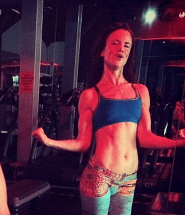 http://www.dailymail.co.uk/tvshowbiz/article-3087055/Juliette-Lewis-41-flaunts-bikini-body-new-snap-days-flashing-abs-guns-gym-photo.html