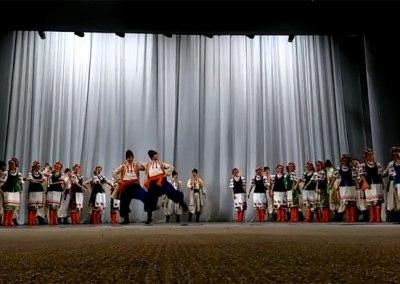 Ансамбль народного танца имени Игоря Моисеева на сцене в Ставрополе