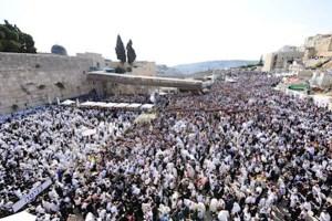 מִי כְּעַמְּךָ יִשְׂרָאֵל: כ-60,000 איש במעמד המרגש של ברכת הכהנים מאת אלי שלזינגר