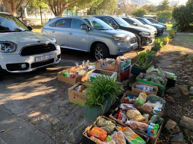 חלוקת מזון בקייפטאון בסיוע המיזם של הסוכנות היהודית JReady. צילום: הסוכנות היהודית