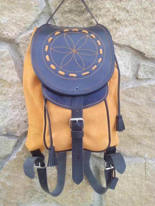 mochilas de piel, mochilas, artesania, hecho a mano, piel, cuero, mochilas de cuero, amarilla, piel de serraje