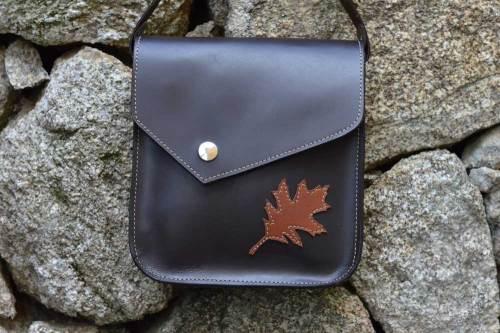 bolso con tapa irregular, bolsos, bolsos mujer, bolsos cuero, bolsos piel, unisex, artesania, hecho a mano, bolso para colgar