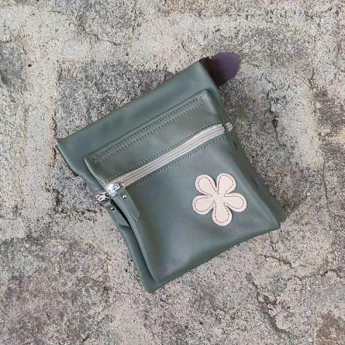 riñonera o bolso de cadera, verde, artesania, piel y cuero