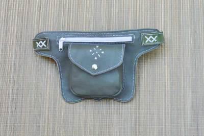 riñonera, cuero, piel, bolso de cadera, artesania, mochilas