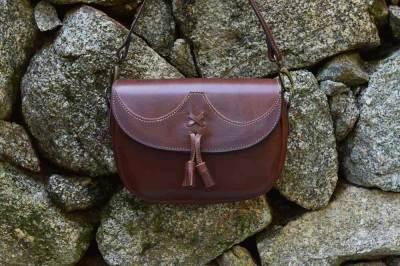 bolso campero de cuero, bolso de piel, bolso artesano, artesania, hecho a mano, bolso de mujer, bolso de mujer de cuero
