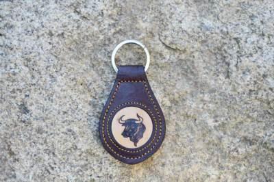 llaveros de cuero grabado, llaveros de cuero, llaveros de cuero trenzado, llaveros con asta de ciervo, artesania, hecho a mano
