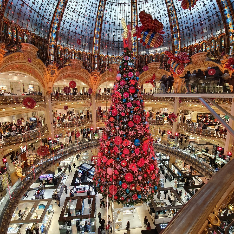 Le sapin de Noel 2019 des Galeries Lafayette à Paris