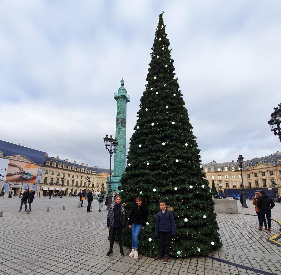 Sapin de Noël sur la Place Vendôme à Paris