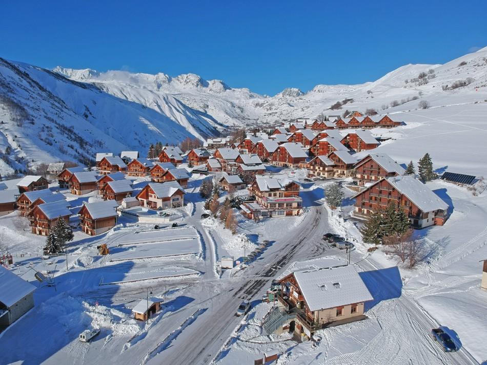 Saint Jean d'Arves en hiver sous la neige
