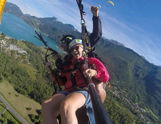 On a testé le parapente au dessus du Lac d'Annecy en famille