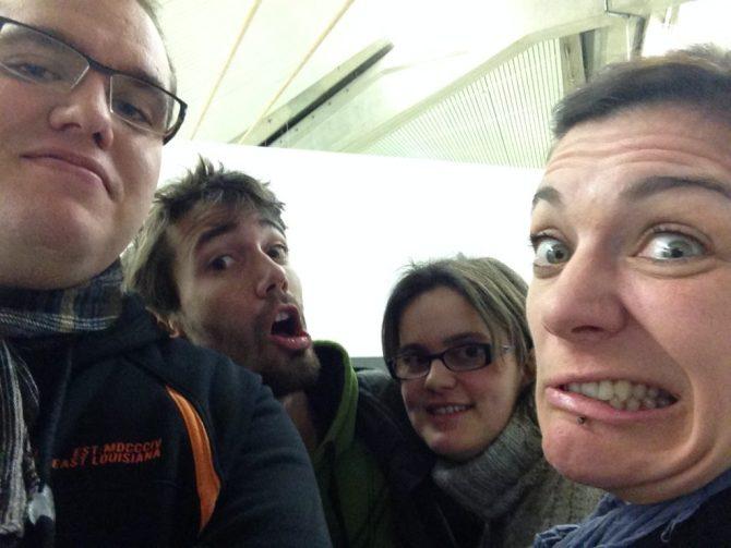 Selfie de départ avec Tanguy et Juliette. L'histoire ne dit pas ce qu'ils faisaient ensemble à 5h du matin