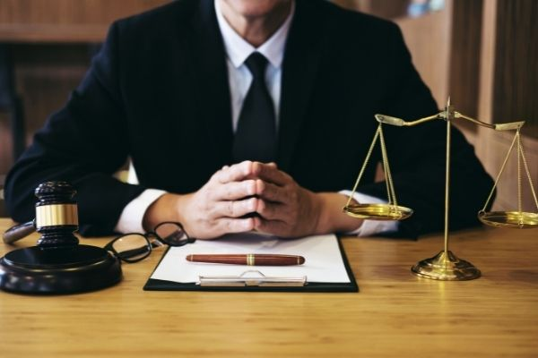 atlanta-truck-accident-attorney-speaking-with-a-client
