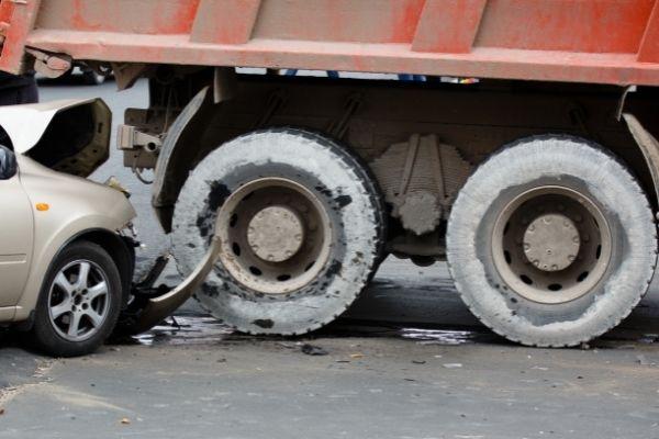 car-hitting-a-commercial-truck-in-atlanta