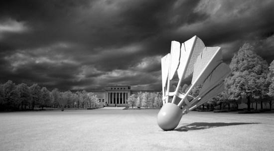 Nelson-Atkins Shuttlecock Sculpture