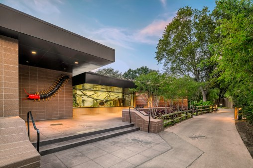 Houston-Zoo-Insectarium-Exterior-1-Mabry-Campbell