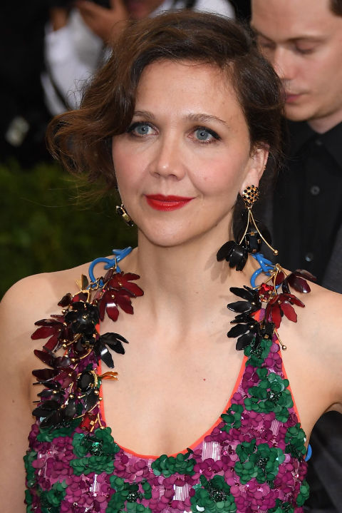 When your outfit and big earrings are taking center stagekeep your hair swept up and curled to keep it out of your line of sight.