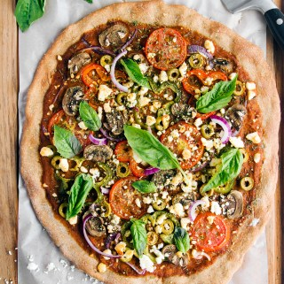 Pizza integral con vegetales