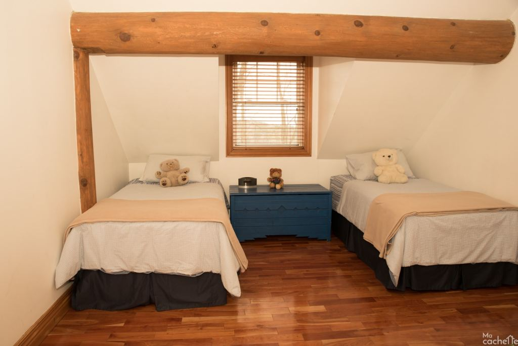 Domaine forêt d'eau - Chalet 16 personnes à louer au lac Simon en Outaouais - Chambre avec deux lits simples